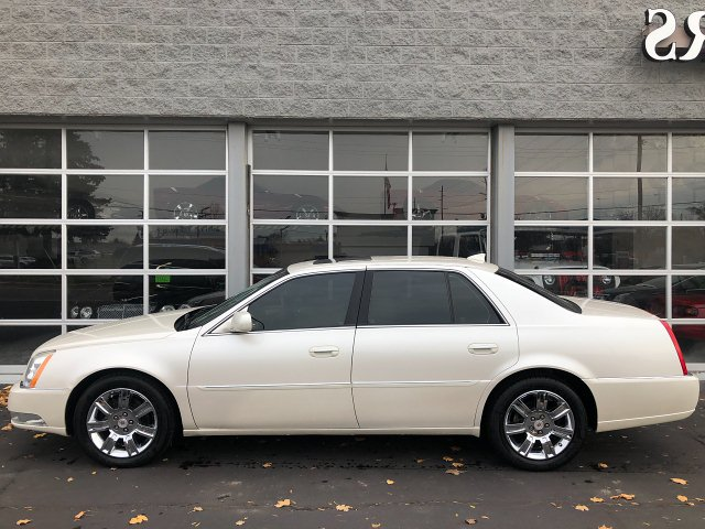 2010 Cadillac DTS Platinum w/ Navi 4-Speed Automatic