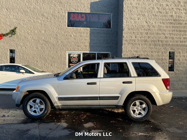 2005 Jeep Grand Cherokee Laredo 4WD 5-Speed Automatic
